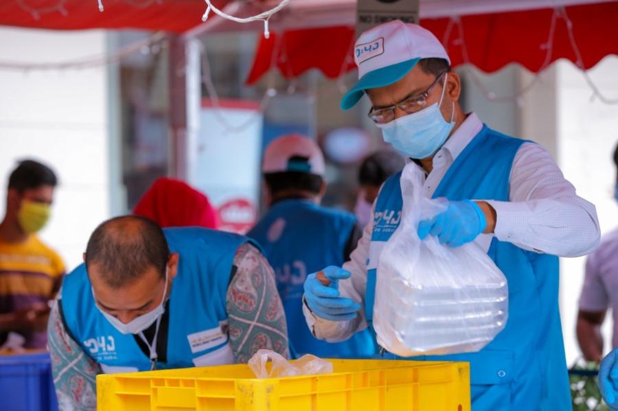 Dubai 500,000 free meals Deira Baniyas Square Al Mankhool Volunteers