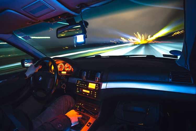 Abu DhabI Police crash accident traffic signal signal cctv