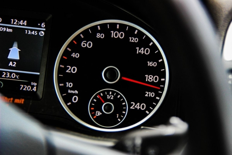 Sharjah Police motorist busted for driving at 278 km/h speeding reckless highway