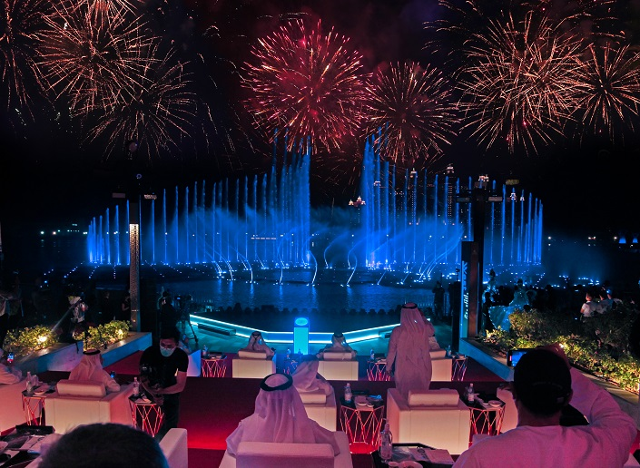 Dubai The Pointe Palm Jumeriah world record largest fountain guiness